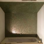 Leveling panels and mosaic layingRasatura dei pannelli e posa del mosaico