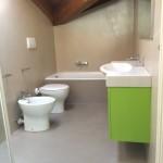 Bathroom at the final quality checkBagno all'ultimo controllo di qualità
