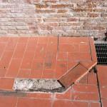 Initial situation, broken cotto tiles Situazione iniziale, pavimento in cotto rottoInitial situation, cotto tiles brokenSituazione iniziale, pavimento in cotto rotto
