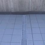 Laying of the rainwater drainage gridPosa della griglia di scarico acque