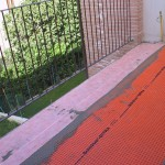 Proper sealing of a low perimeter edge for subsequent laying of materials with different thicknessesCorretta impermeabilizzazione di bordo perimetrale più basso per posa di materiali con spessori differenti