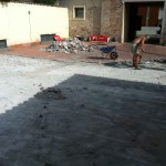 Removing the screed and the old cotto broken tilesRimozione del massetto e del vecchio pavimento in cotto