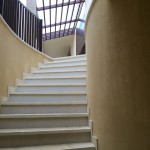 Laying and leveling in staircase wall endedPosa e rasatura scala terminata